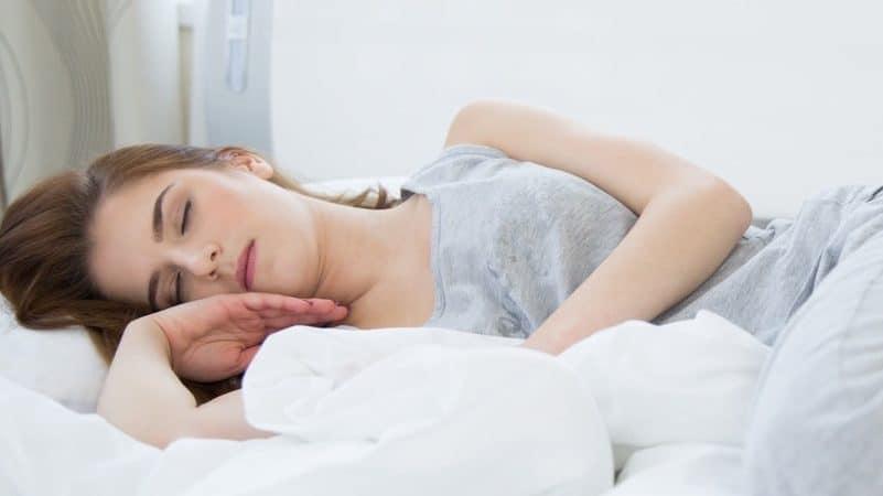 Einschlafprobleme? 19 Möglichkeiten, schneller einzuschlafen