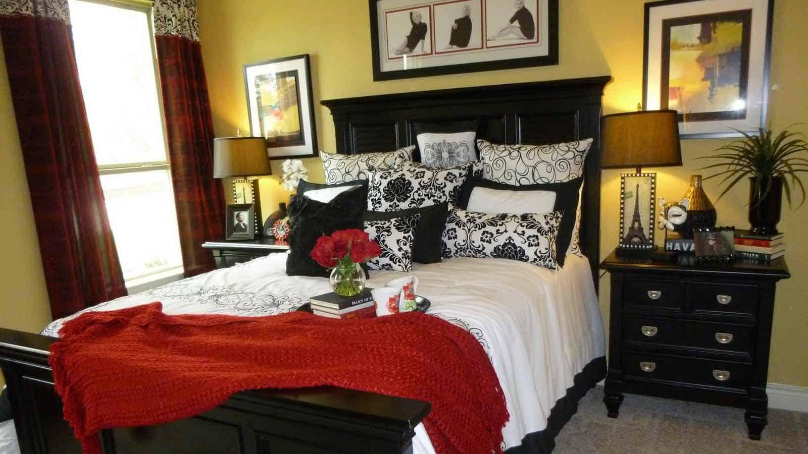 Es Gibt Viele Möglichkeiten Ein Romantisches Schalfzimmer Zu Dekorieren Und  Gestalten