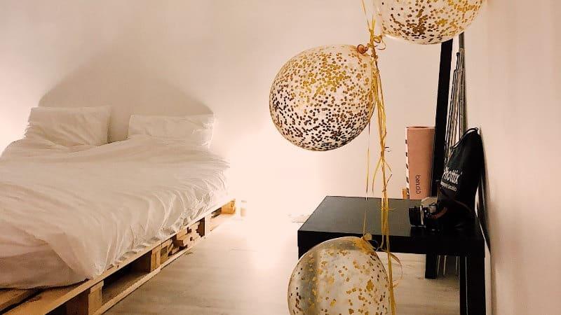 10 ideen f r kleine schlafzimmer die im stil gro sind. Black Bedroom Furniture Sets. Home Design Ideas