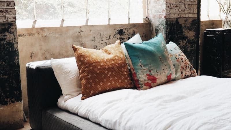 schimmel im schlafzimmer behandlung gefahren und ursachen. Black Bedroom Furniture Sets. Home Design Ideas