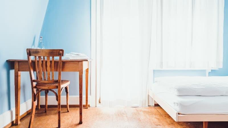 Desto Weniger Im Raum, Desto Größer Wirkt Das Kleine Schlafzimmer