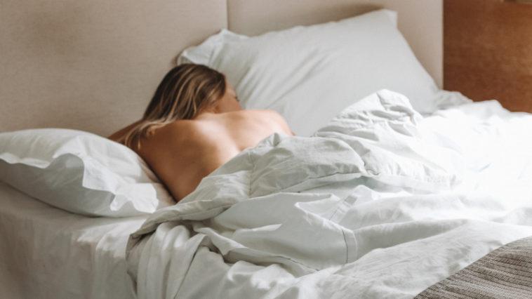 Top 10 Vorteile Warum Nackt Schlafen Gesund Ist Schlafzimmerde