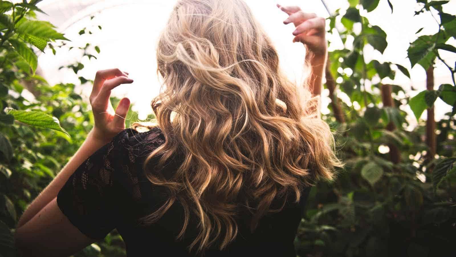 Trockene Haare- 10 hilfreiche Hausmittel & Tricks die sofort helfen