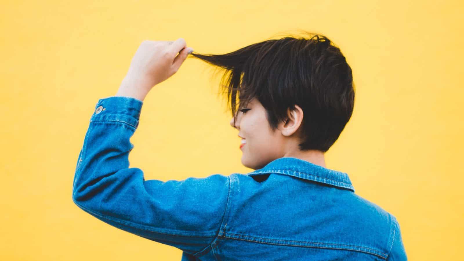 Haare fallen aus- 9 Gründe für deinen Haarausfall