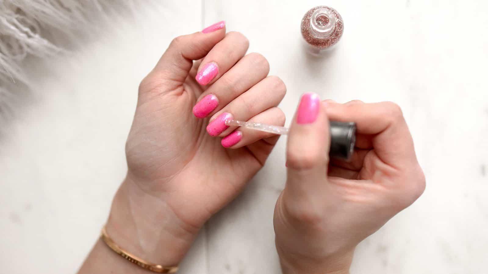 Nagellack schneller trocknen- 6 hilfreiche und wirksame Tipps