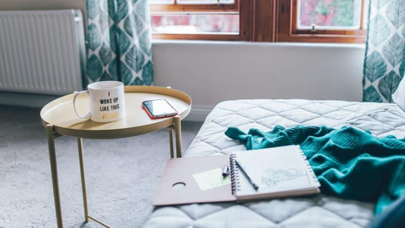 Trockene Luft im Schlafzimmer: 24 Tipps, um die Luft zu befeuchten