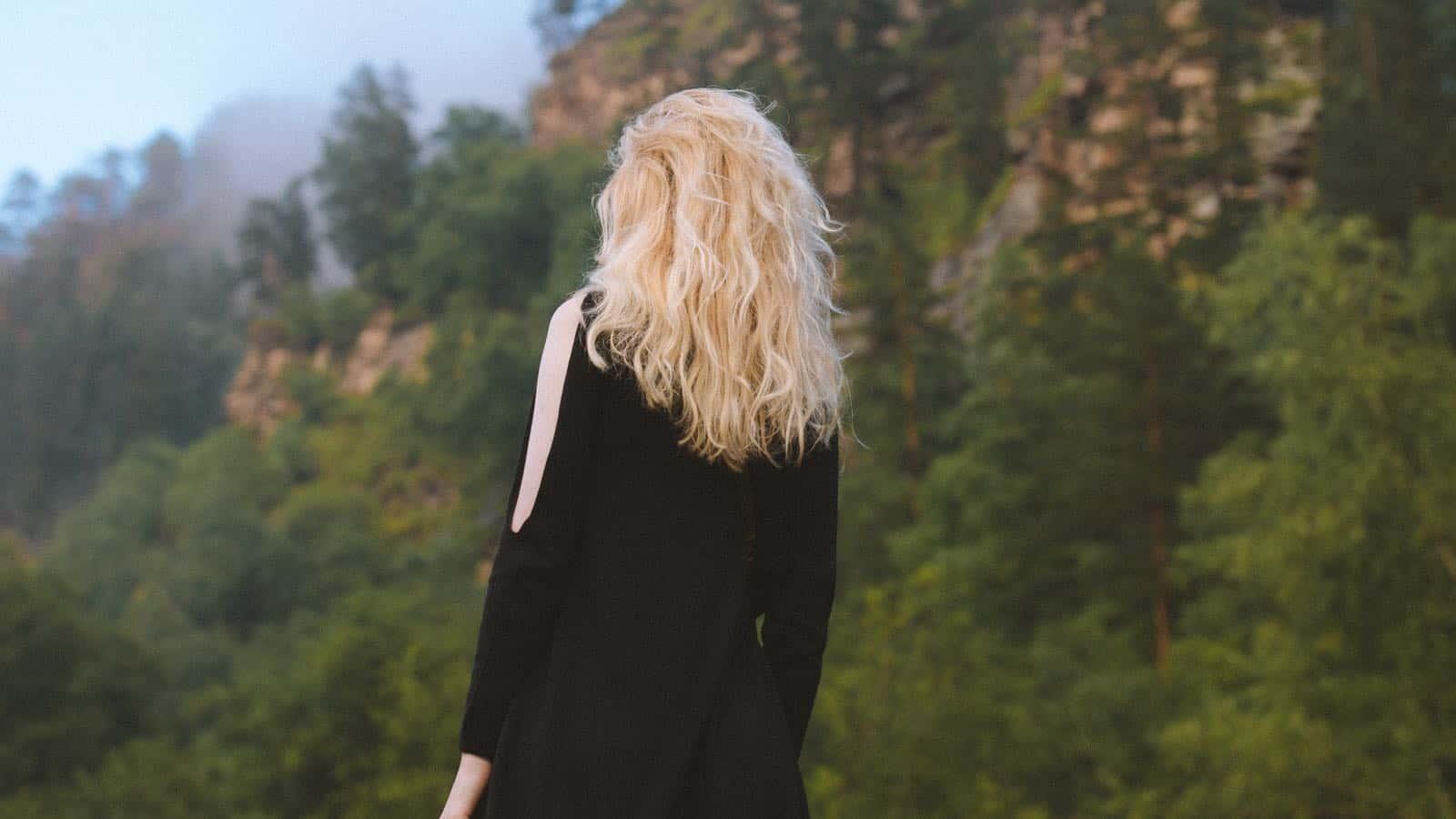 10 unglaubliche Tipps, um deine Haare schneller nachwachsen zu lassen