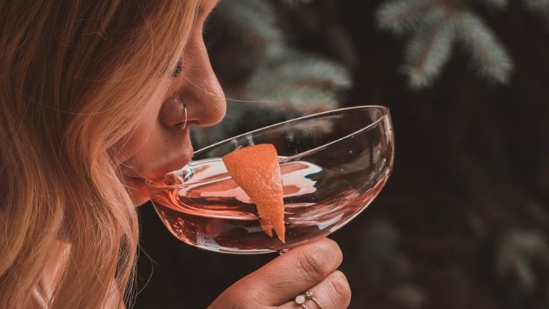 Verursacht Alkohol Pickel? Besteht eine potenzielle Verbindung