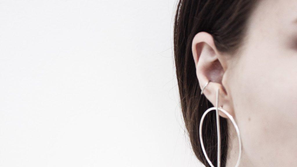 Mitesser im Ohr: So kannst du ihn ganz einfach entfernen!