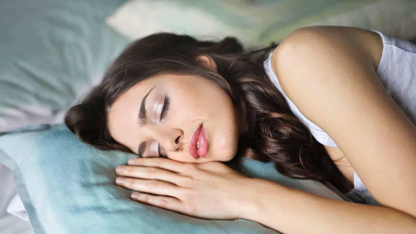 Schlaffalten- 7 effektive Tipps gegen Falten im Schlaf