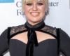 Kelly Clarkson trägt Pony mit einem Zopf