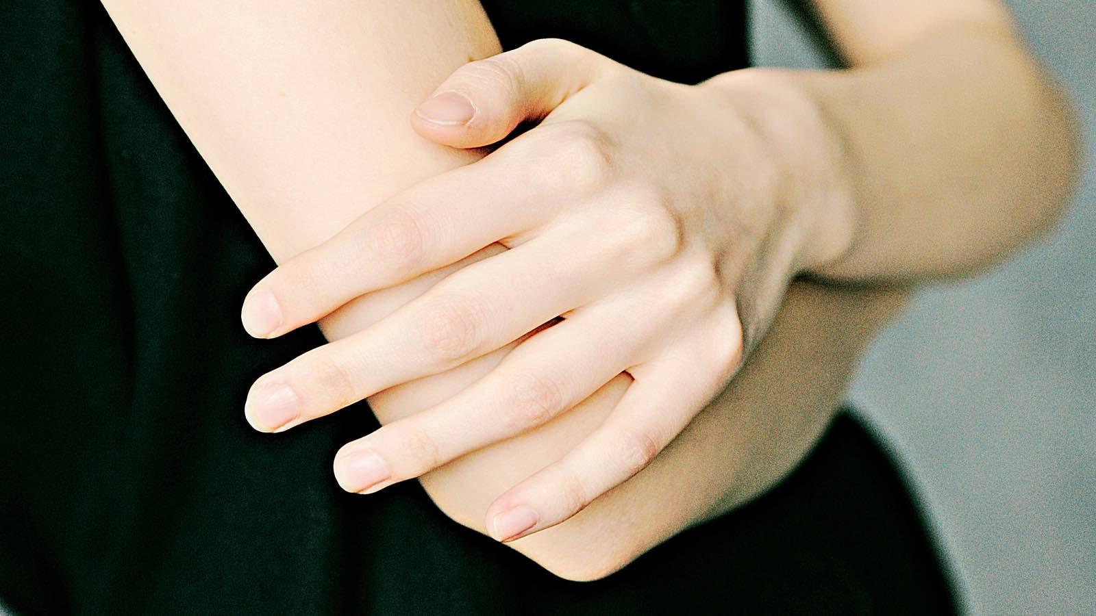 Blaue Flecken am Arm- Wieso entstehen sie und was hilft dagegen?