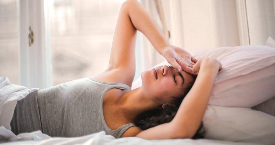 Schwitzen im Schlaf – Ursachen und Tipps